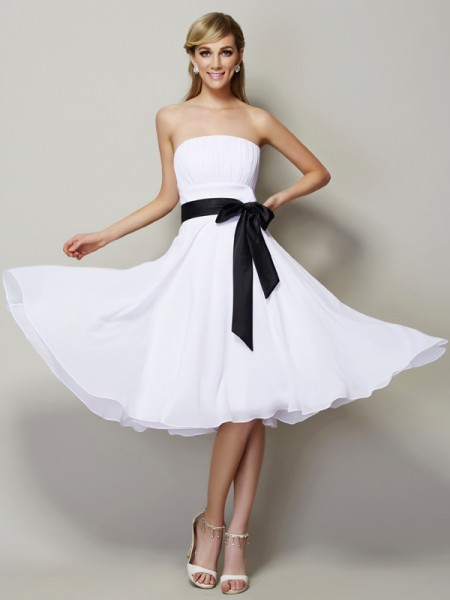 A-Line/Princess Strapless Sash/Ribbon/Belt Short Chiffon Bridesmaid Dress