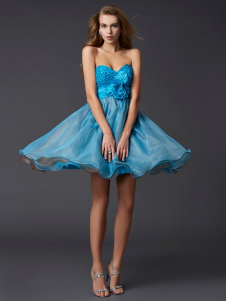 A-Line/Princess Sweetheart Lace Short Taffeta Homecoming Dress