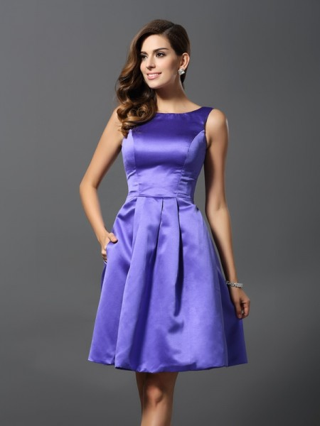 A-Line/Princess Scoop Short Satin Bridesmaid Dress