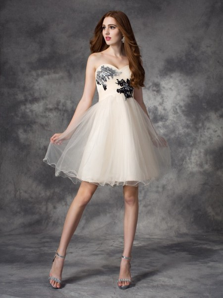 A-line/Princess Sweetheart Applique Short Net Dress