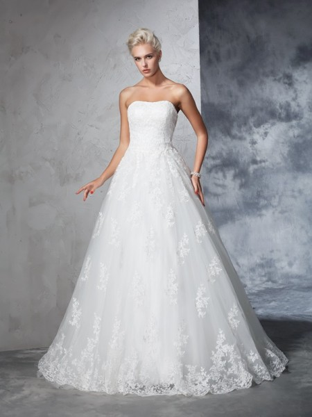 Ball Gown Strapless Lace Lace Wedding Dress