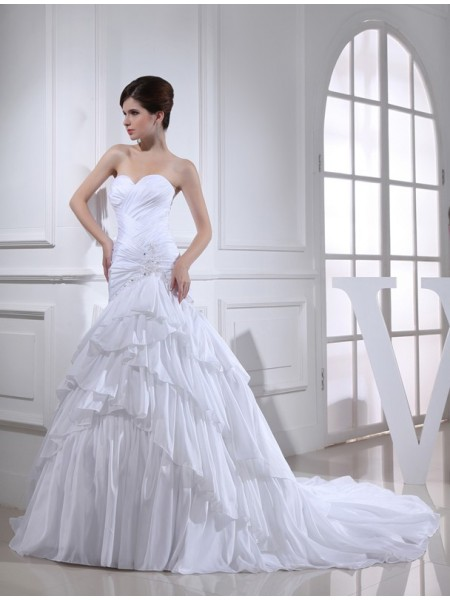 Trumpet/Mermaid Applique Sweetheart Long Taffeta Wedding Dress