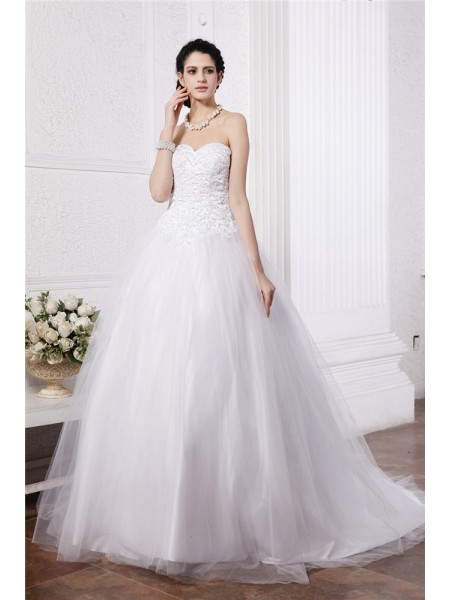 Ball Gown Sweetheart Applique Long Net Wedding Dress
