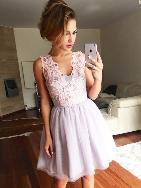 A-Line/Princess V-neck Tulle Short/Mini Dress with Lace